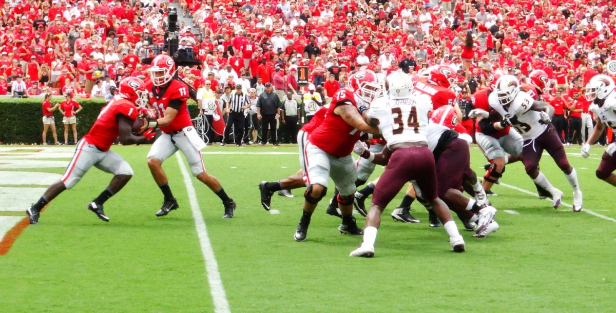 Greyson Lambert hands off to RB Sony Michel. September 5, 2015. Photo by Greg Poole/Bulldawg Illustrated.