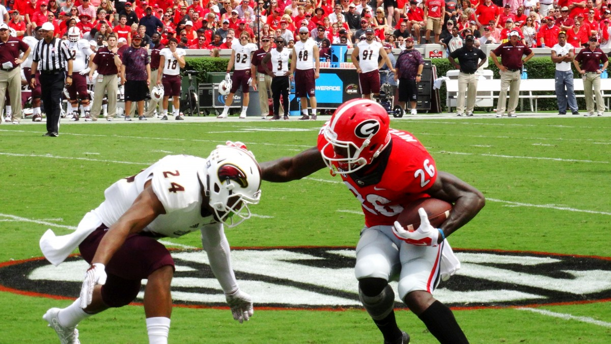 Georgia WR Malcolm Mitchell sets up a ULM defender, September 5, 2015, Photo by Greg Poole / Bulldawg Illustrated.