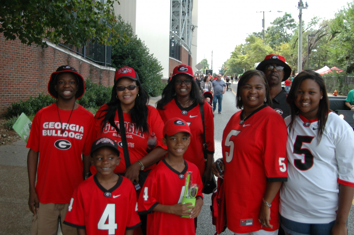 UGA fans get ready to cheer on the Bulldawgs in Nashville at UGA vs. Vanderbilt, Sept. 12, 2015. (Photo by Greg Poole / Bulldawg Illustrated)