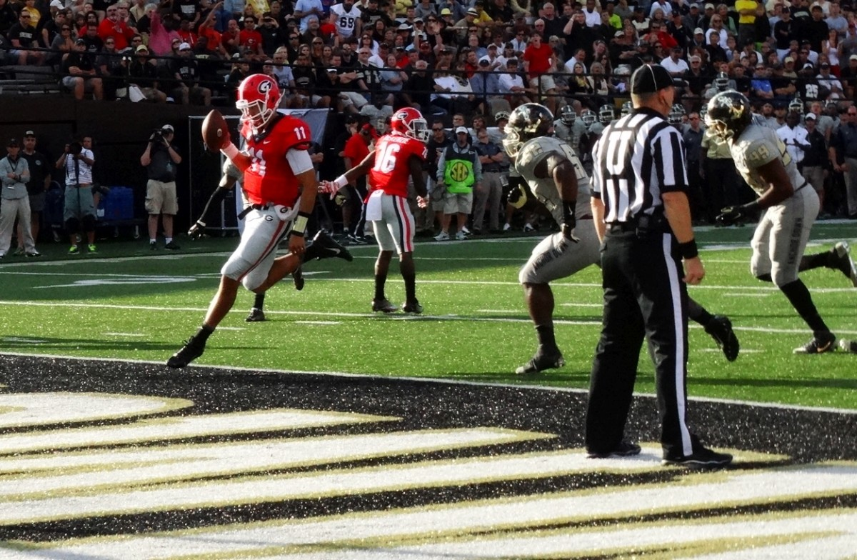 Greyson Lambert has a wide lane to take it in for the score - second half - UGA vs Vandy 09-12-2015 (3)