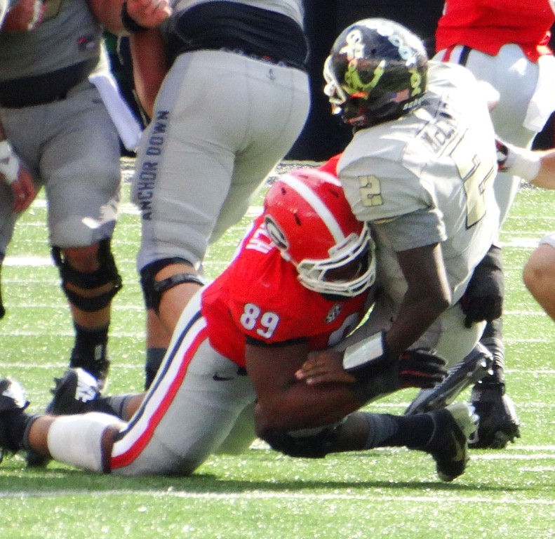 James Deloach blows up a play in the backfield, UGA vs Vandy 09-12-2015 (Photo by Greg Poole / Bulldawg Illustrated)