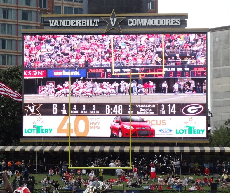 Second half of the UGA vs. Vanderbilt game, Dawgs lead 14-6 in 3rd QTR. (Photo by Greg Poole / Bulldawg Illustrated)