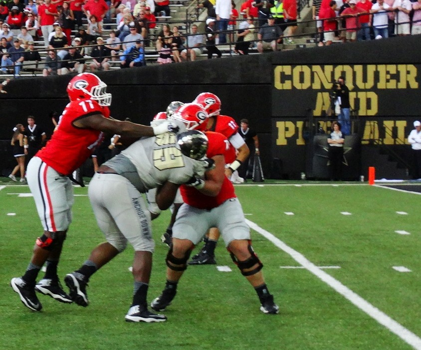 Isaiah Wynn and John Theus double team a Vandy defender 09-12-12015 (Photo by Greg Poole /Bulldawg Illustrated)