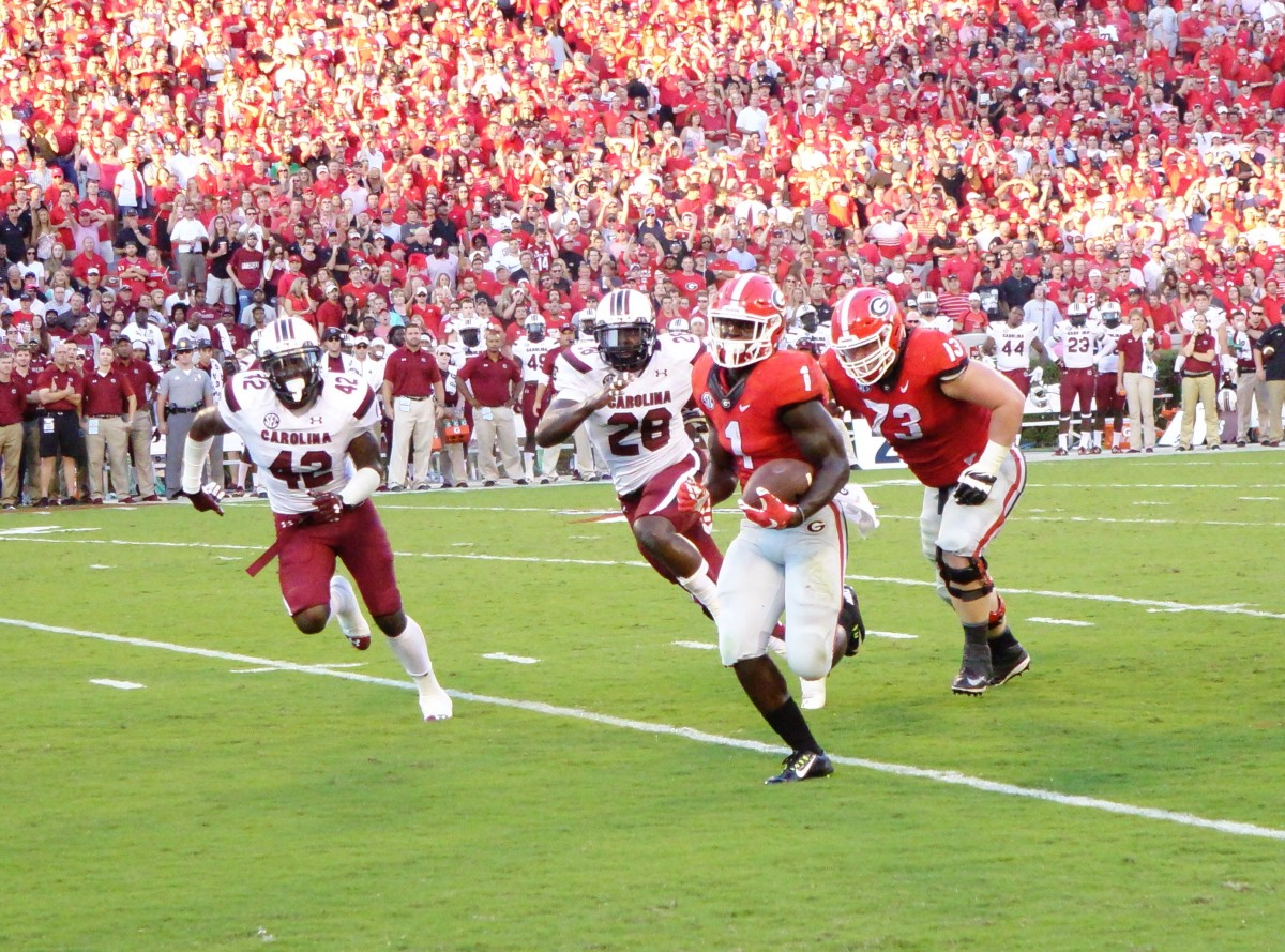Sony Michel runs for a TD in the first half of SC vs UGA 09-19-2015 (Picture by Greg Poole / Bulldawg Illustrated)