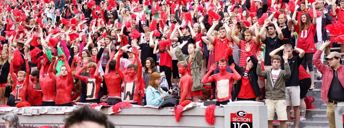 Georgia fans get ready for  1st half of SouthernU game 09-26-2015 (Photo by Greg Poole / Bulldawg Illustrated)
