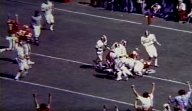 Georgia senior QB Matt Robinson scores a TD to put the Bulldogs up 7-0 on the Crimson Tide. Alabama vs. Georgia 1976. (Photo courtesy of screen capture of YouTube video)