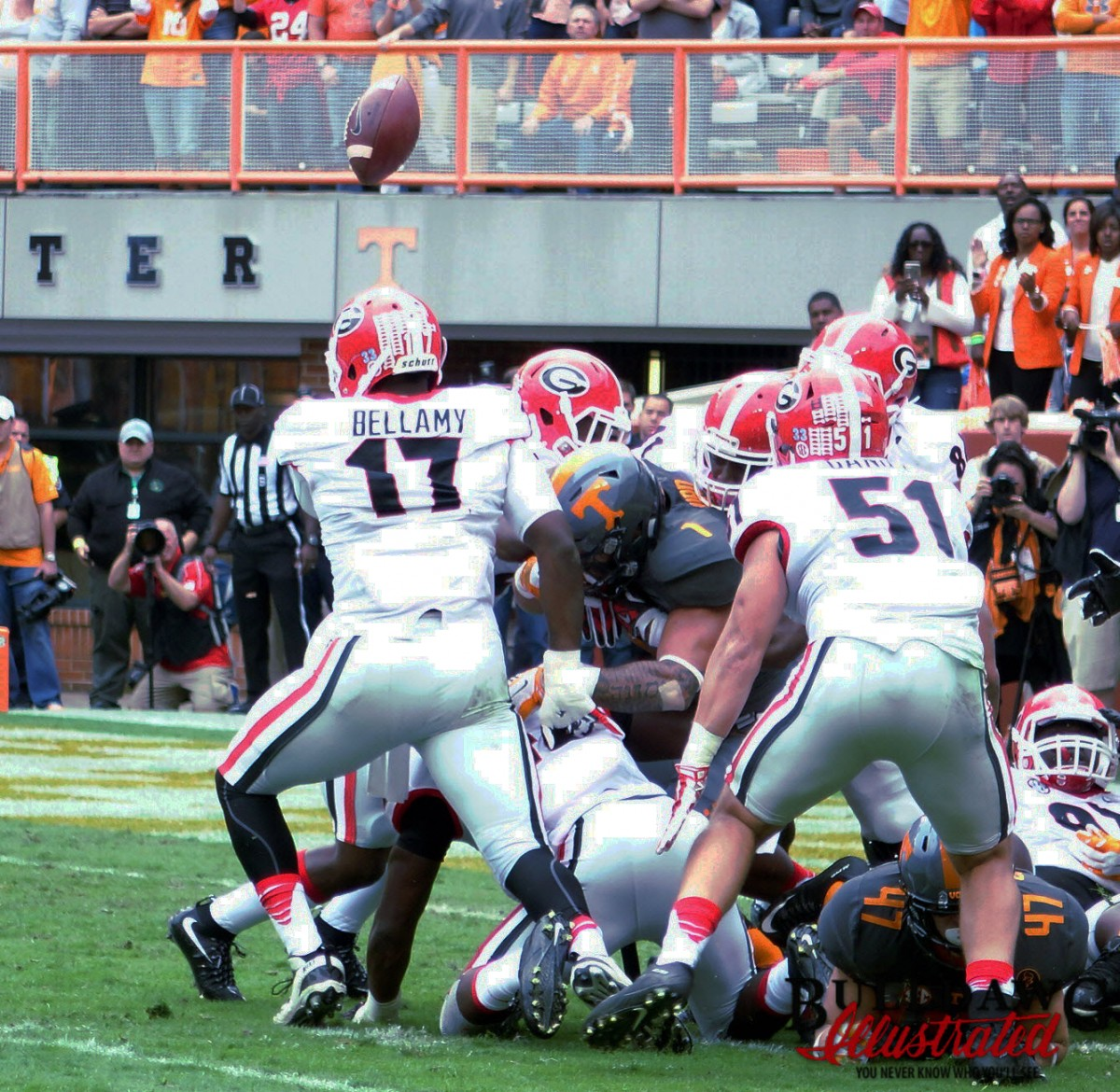 Davin Bellamy looks for the ball in all the wrong places