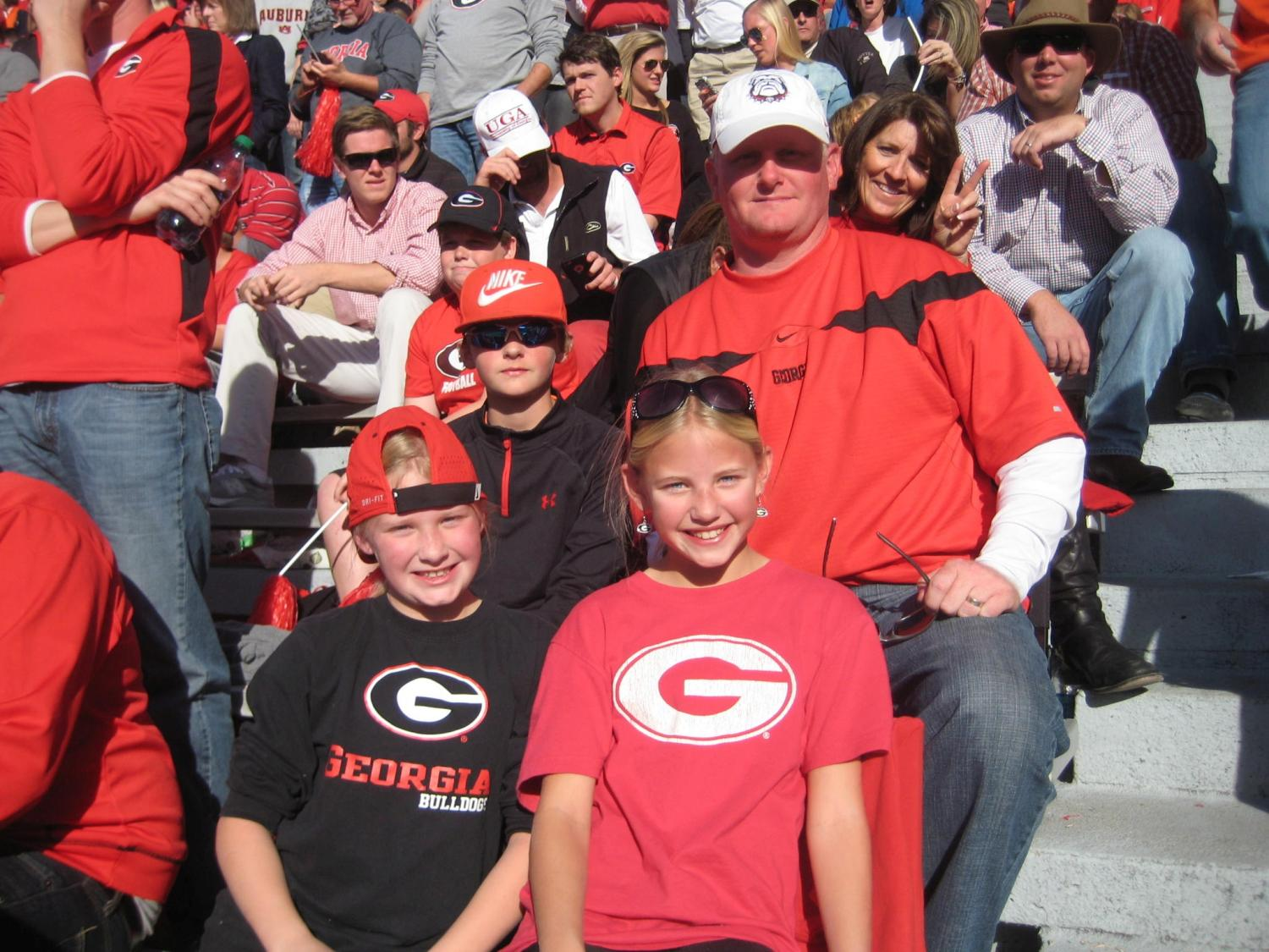 Bailey, Brinley, Grady and Nathan Bartlett Georgia vs. Auburn 14-Nov-2015 (Photo by Vance Leavy)