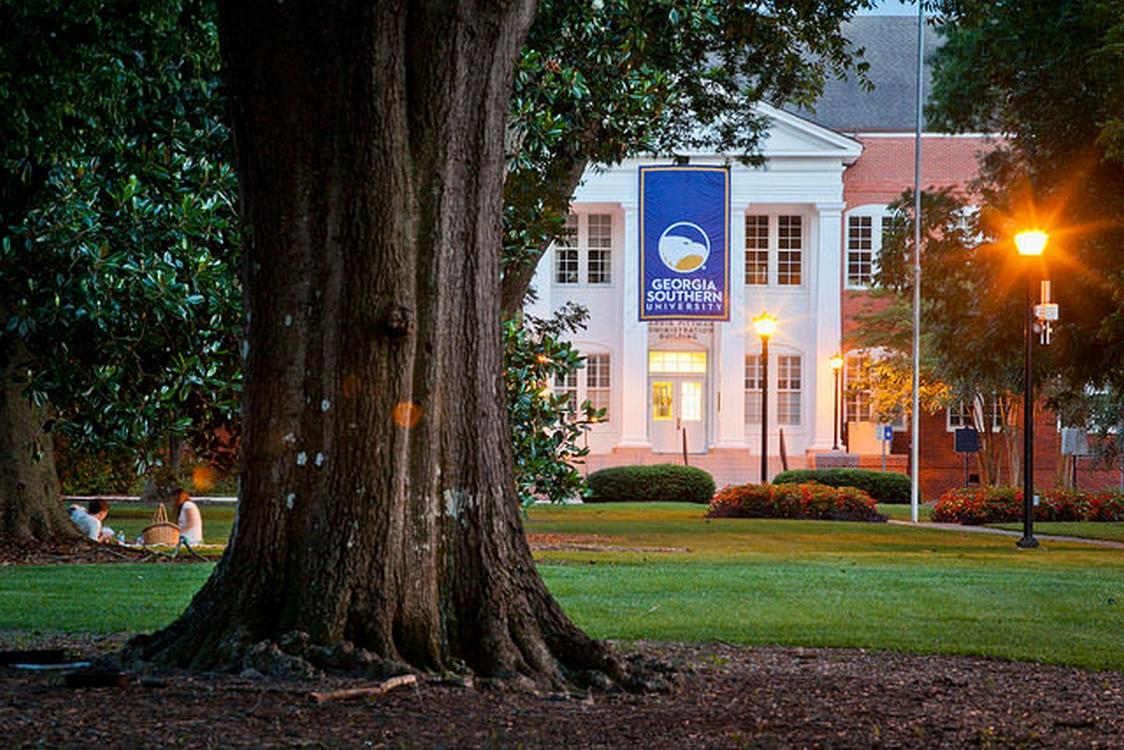 Georgia Southern University Campus - Sweetheart Circle (Photo courtesy of www.georgiasouthern.edu/)