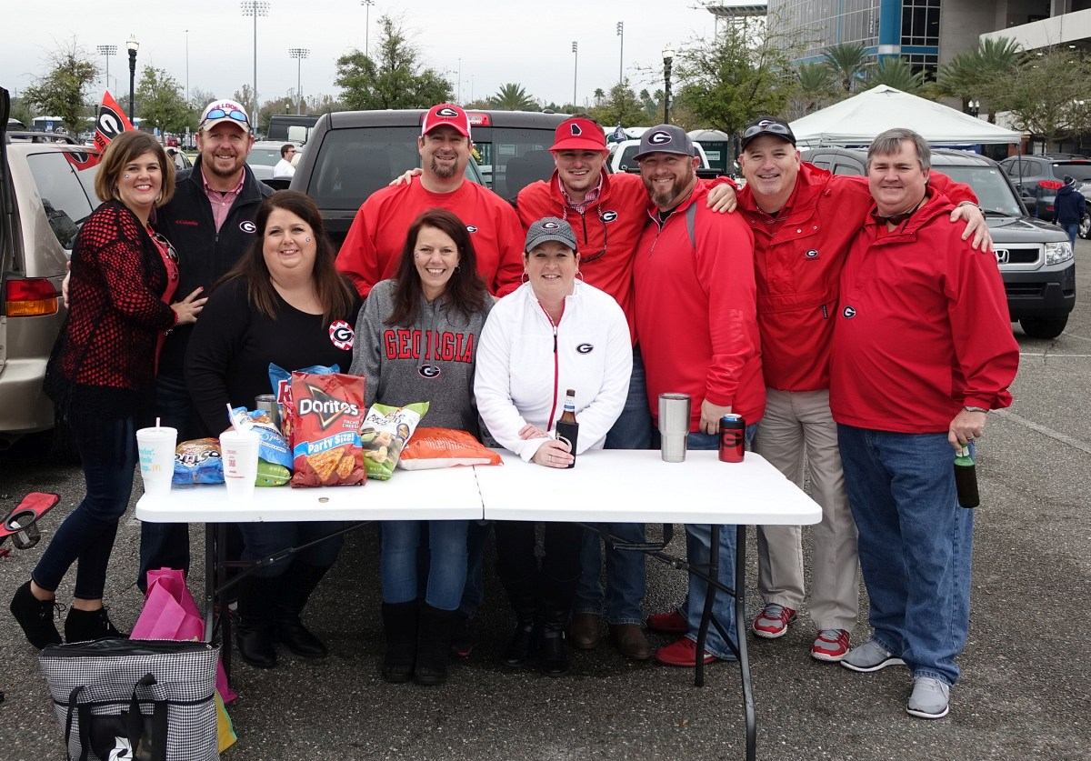 Georgia faithful tailgating prior to TaxSlayer Bowl - 02-JAN-2016 (Photo by Bulldawg Ilustrated's Greg Poole)